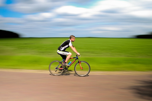 peligrosidad de los adelantamientos a bicis